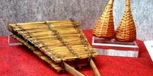 Instrumentos africanos de paja de bambú
