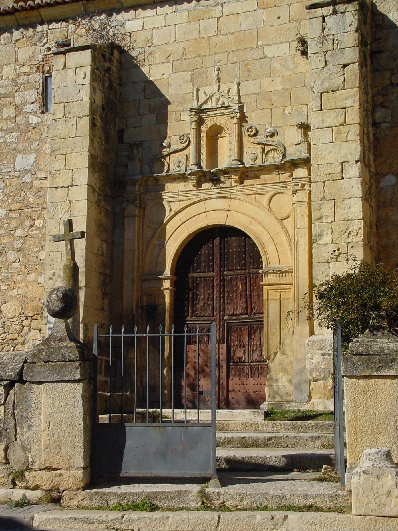 Puerta de iglesia en Redueña