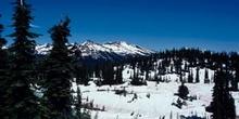 Paisaje nevado en las Montañas Rocosas