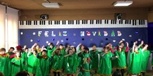 2º B dancing the Christmas tree