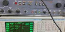 Generador de señal de 872 Mhz visualizada a analizador de espectros