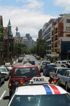 Tráfico en el centro de Sydney, Australia