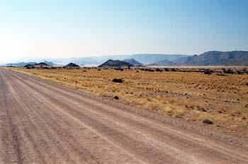 Pista de tierra en el desierto, Namibia