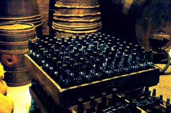 """Ciento"" (Caja para cien botellas de sidra), Museo d"