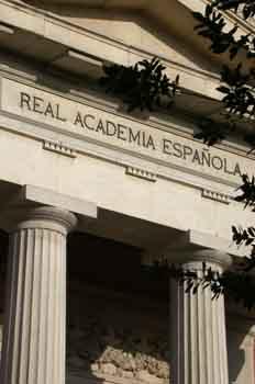 Detalle de la fachada de la Real Academia Española de la Lengua,