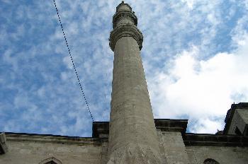 Yeni Camii, detalle del exterior con minarete, Estambul, Turquía