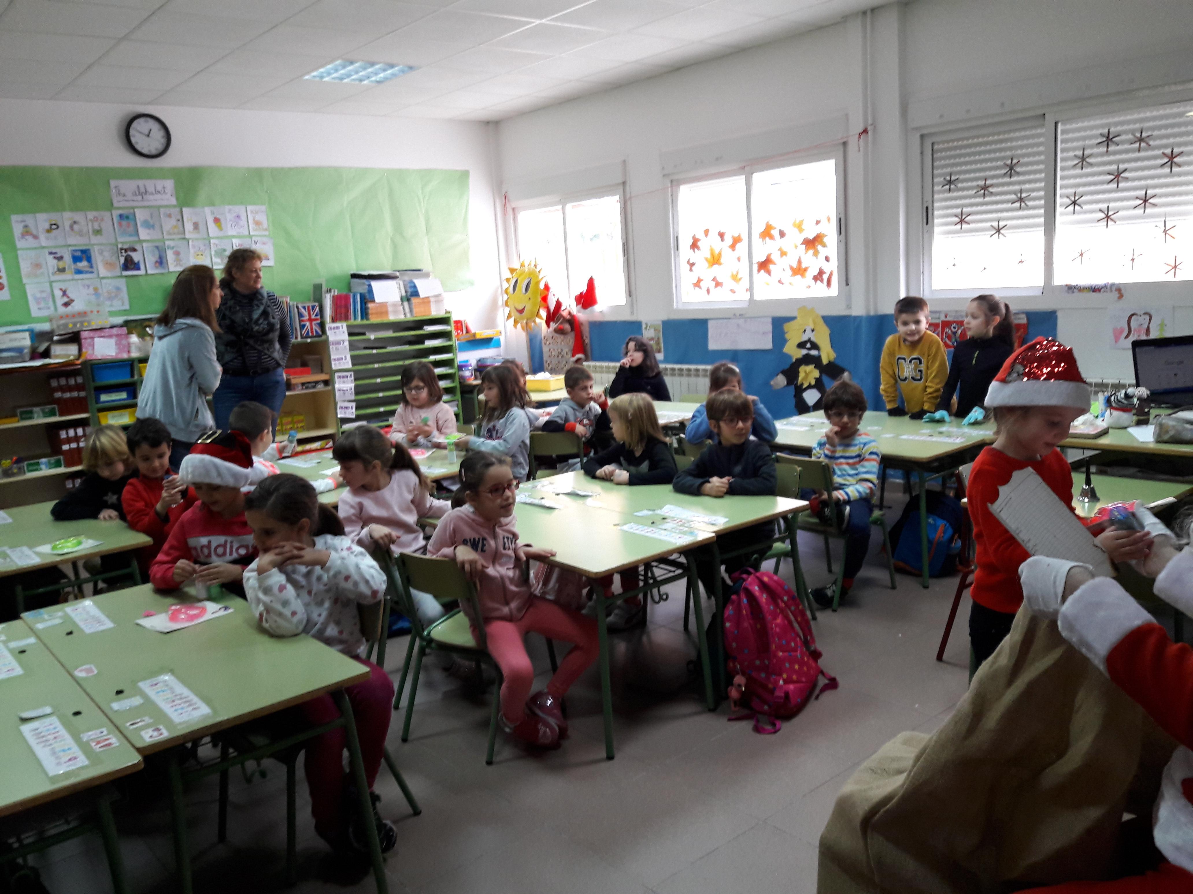 Santa Claus comes to School 5