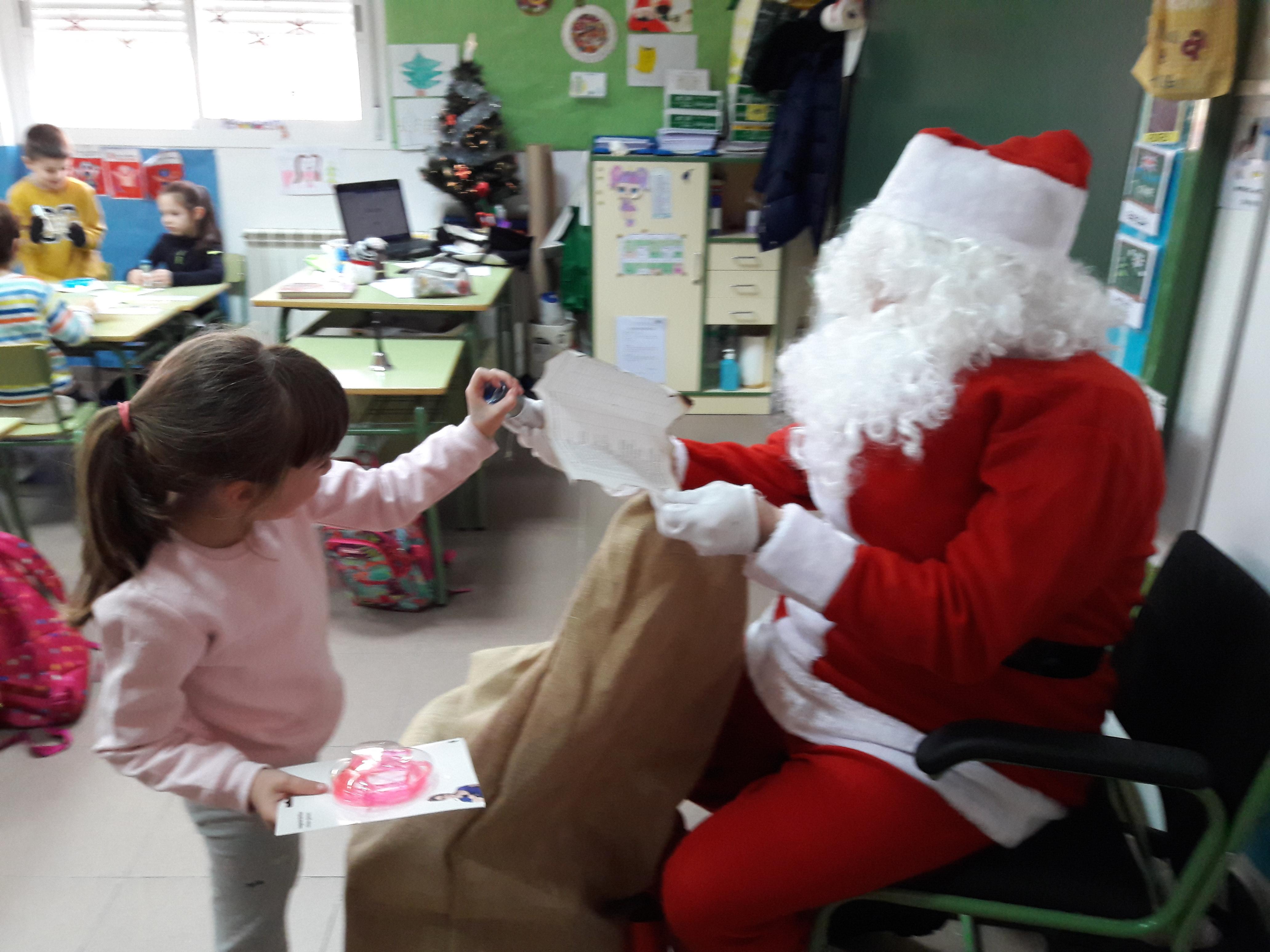 Santa Claus comes to School 15