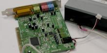 Detalle de conexión de un CD-ROM a una tarjeta de sonido, salida