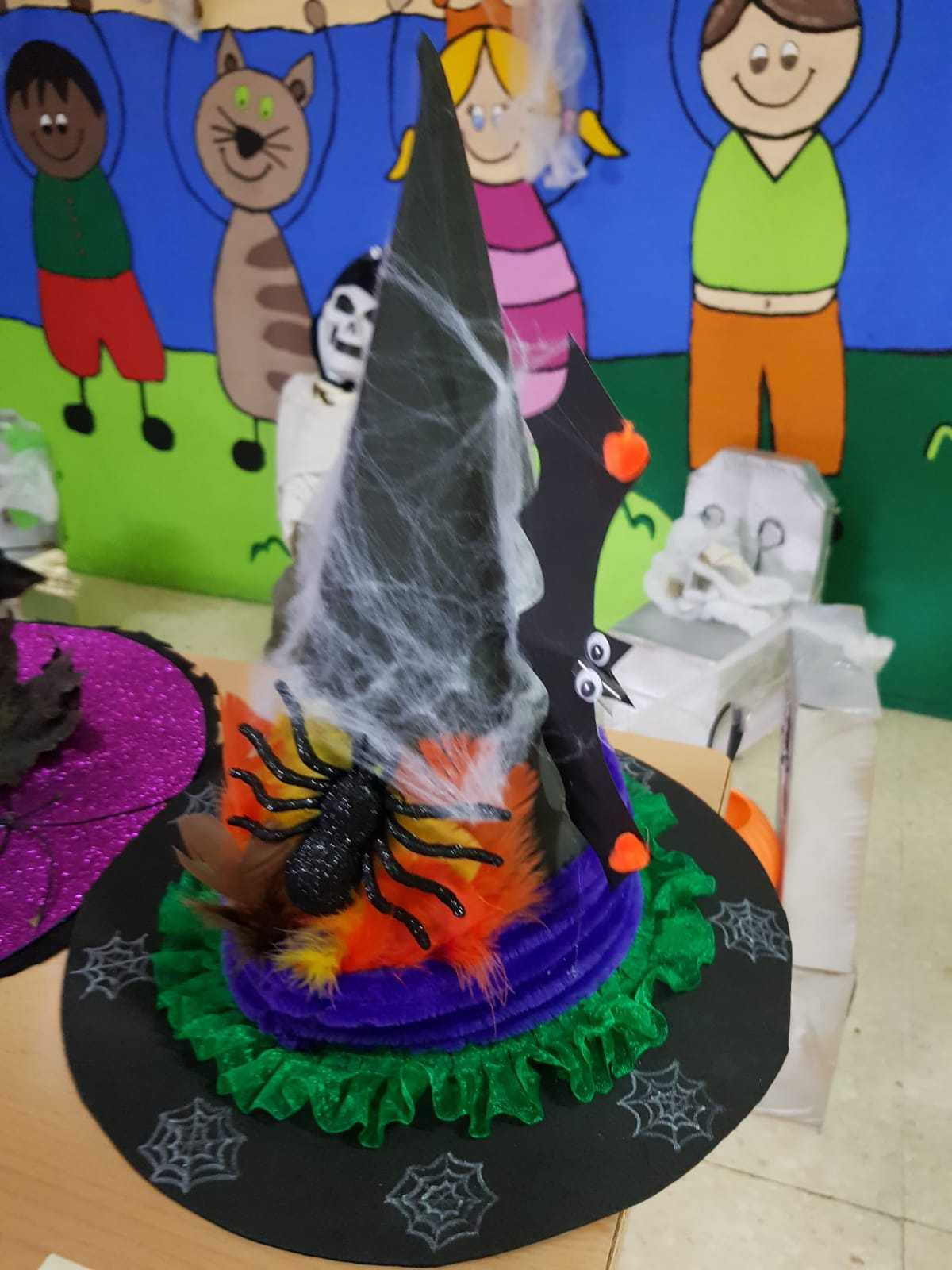 Curso decoración sombreros de bruja 9