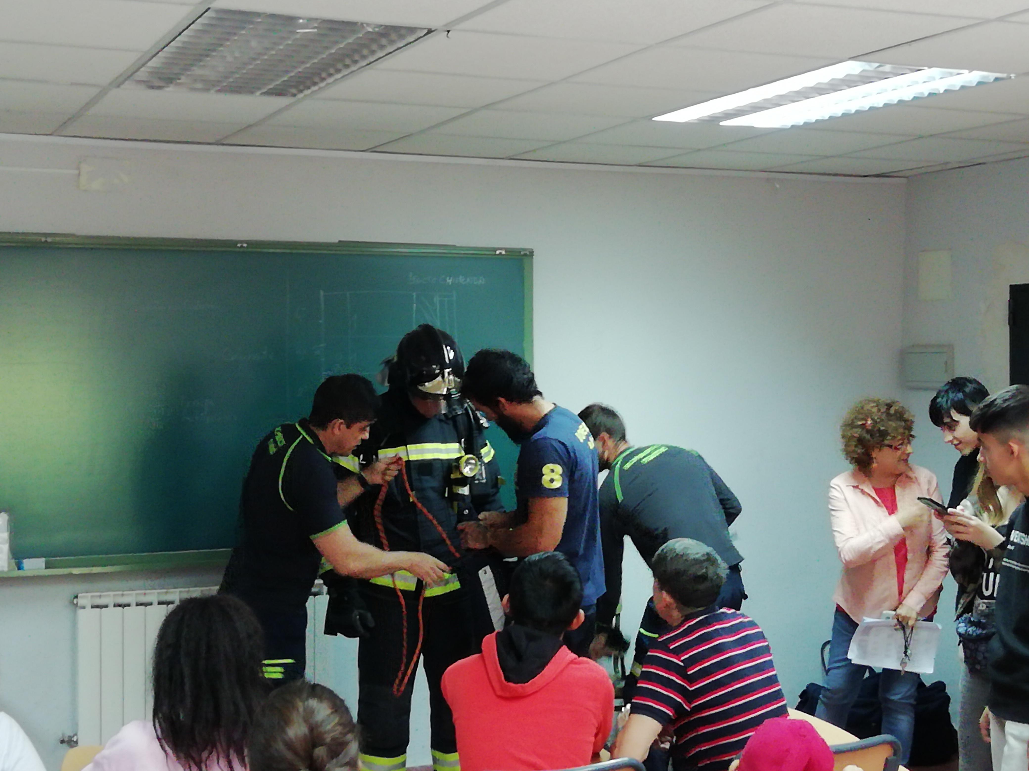 Visita de los bomberos a nuestro centro