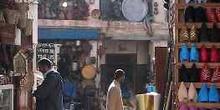 Puesto de babuchas en un mercado, Marrakech, Marruecos