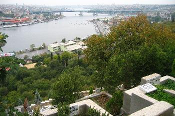 Vista del Bósforo desde el cementerio de Eyup, Estambul, Turquía
