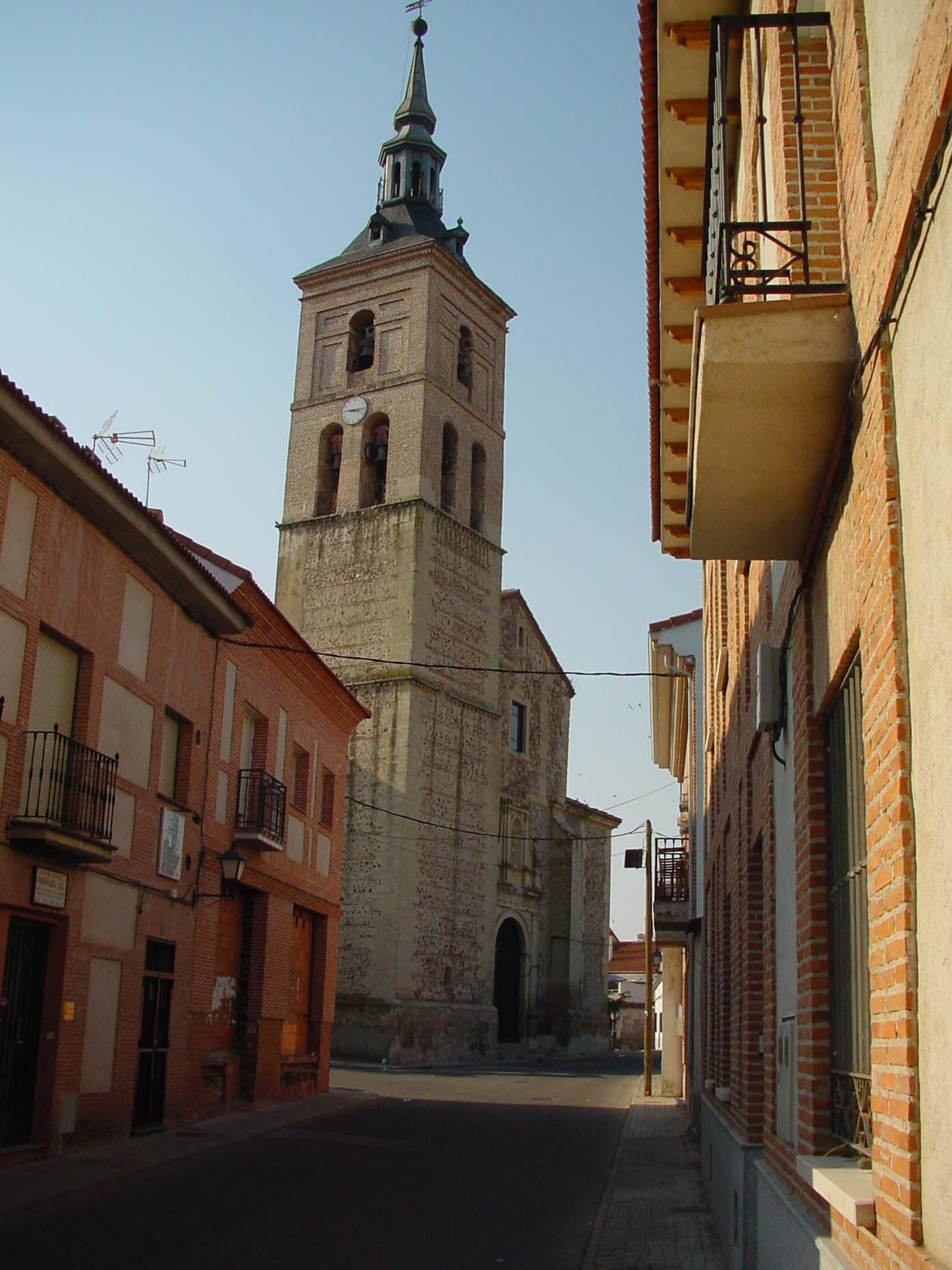 Ayuntamiento y torre del reloj en Fuentidueña del Tajo