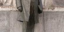 Monumento a Bernardo de Irigoyen en Buenos Aires, Argentina