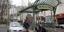 Estación de Metro de Ambbesses, París, Francia
