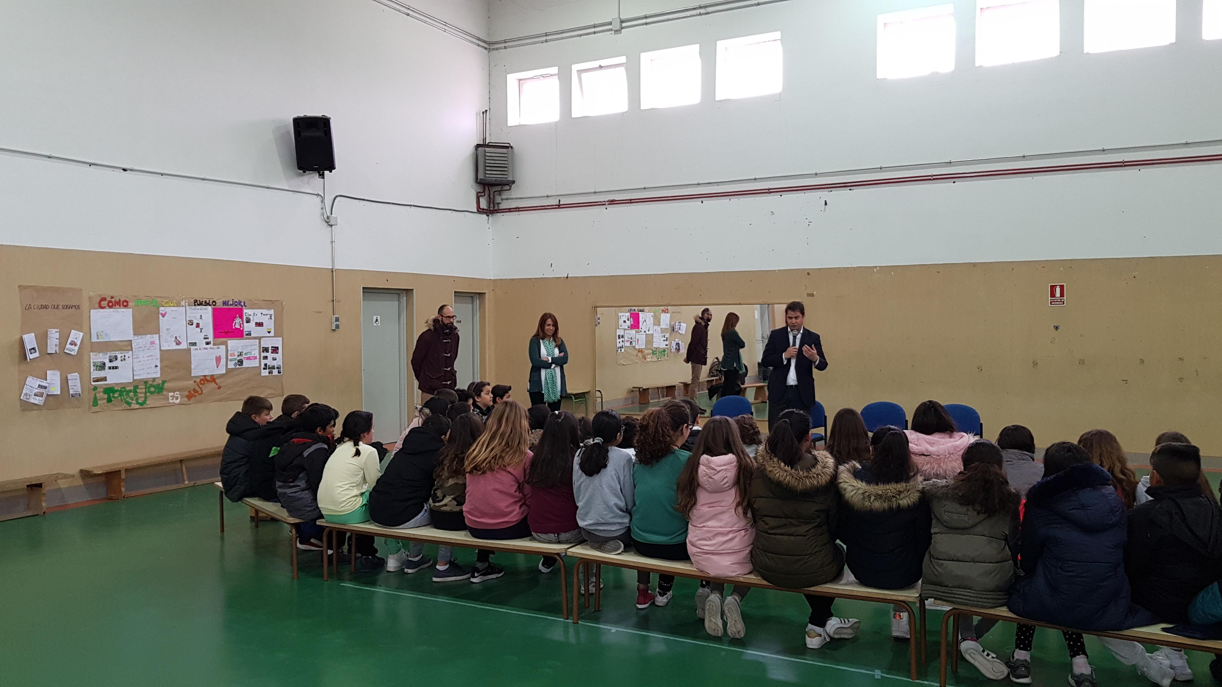 Visita del Alcalde de Torrejón de Ardoz al CEIP Andrés Segovia 1