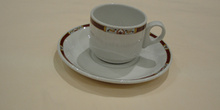 Plato y taza de café, medianos