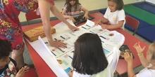 2018_06_25_Los pulpos disfrutan de un taller de libros 15