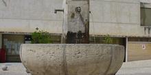 Ayuntamiento y fuente en Orusco