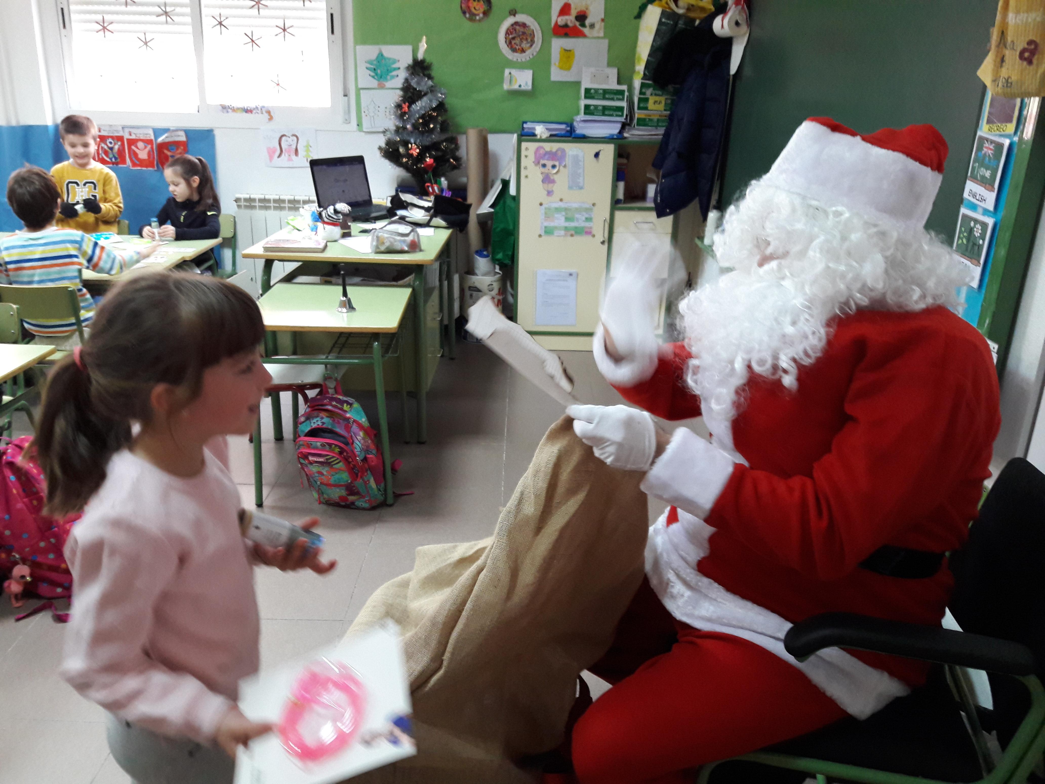 Santa Claus comes to School 21