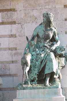 Estatua de Diana en la plaza del Castillo de Buda, Budapest, Hun