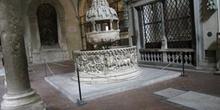 Detalle del interior de la Basílica de San Ferdiano, Lucca