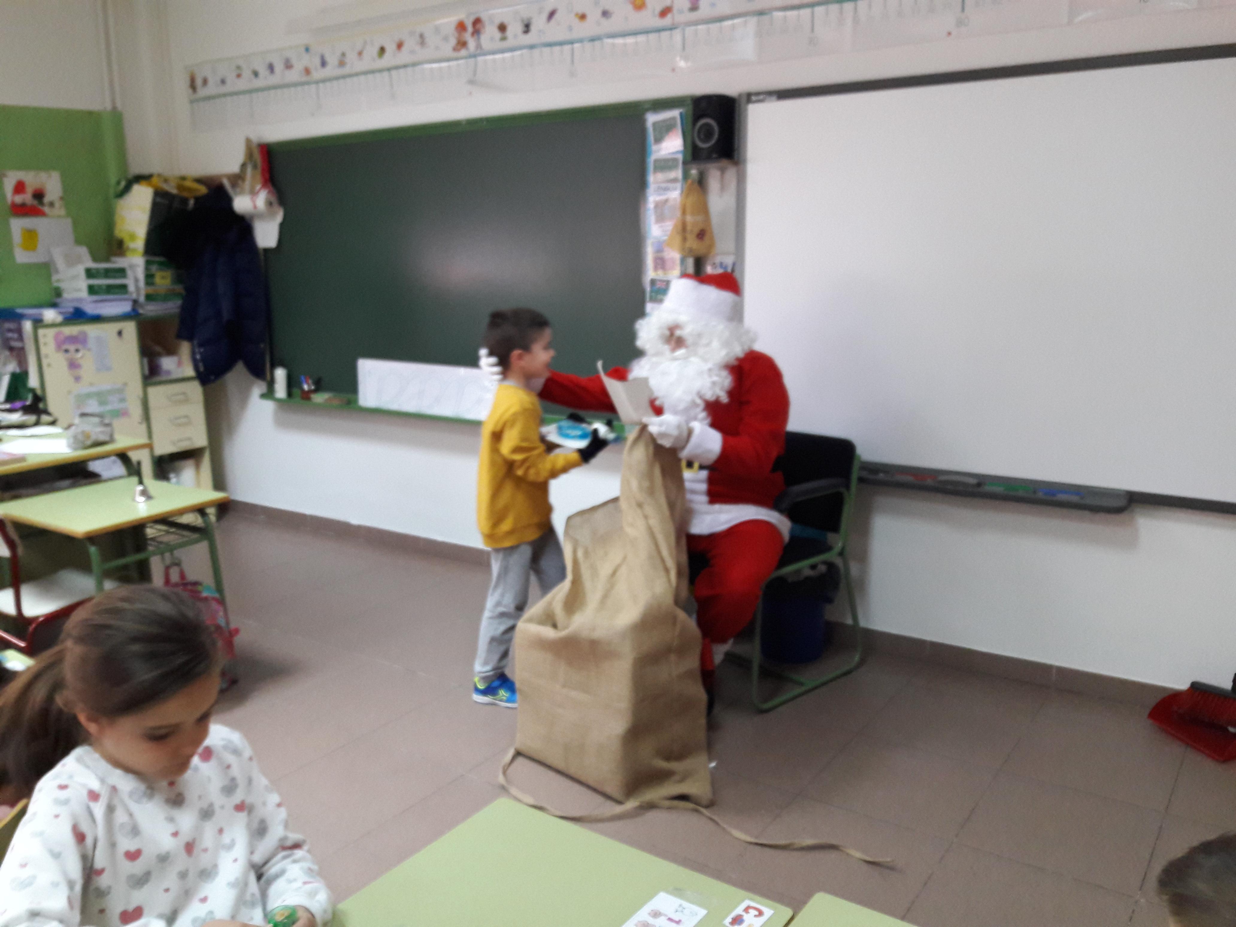 Santa Claus comes to School 14