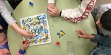 Buddies: 5 años y sexto enseñando a jugar. 25