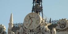 Reloj en la fachada del Banco de España en Madrid