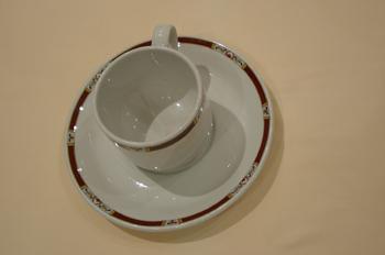 Plato y taza de café, pequeños