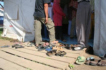 Entrada a la clínica de Cruz Roja, Melaboh, Sumatra, Indonesia