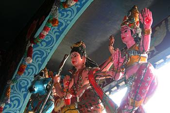 Detalle decoración, Templo Hindú, Medam, Sumatra, Indonesia