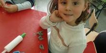 Las Abejas construyen las letras P y S 2