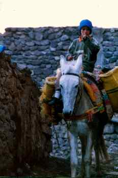 Campesino a caballo en el Alto Atlas, Marruecos
