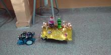 Prueba de mBot como cabeza tractora de un carroza de Navidad