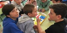 Buddies: 5 años y sexto enseñando a jugar. 4