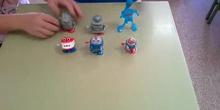 Los mascotabots que nos recibieron al llegar a clase
