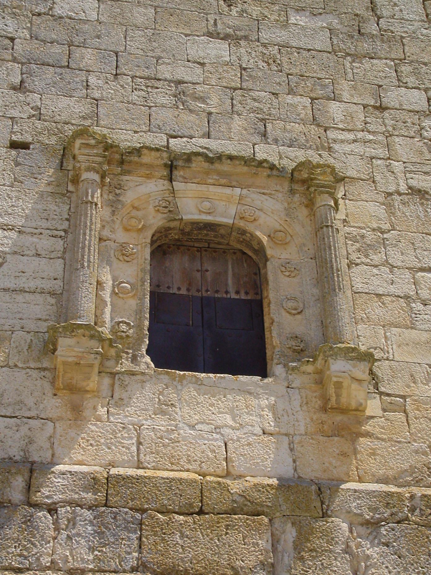 Detalle de arco y columnas en Brea de Tajo