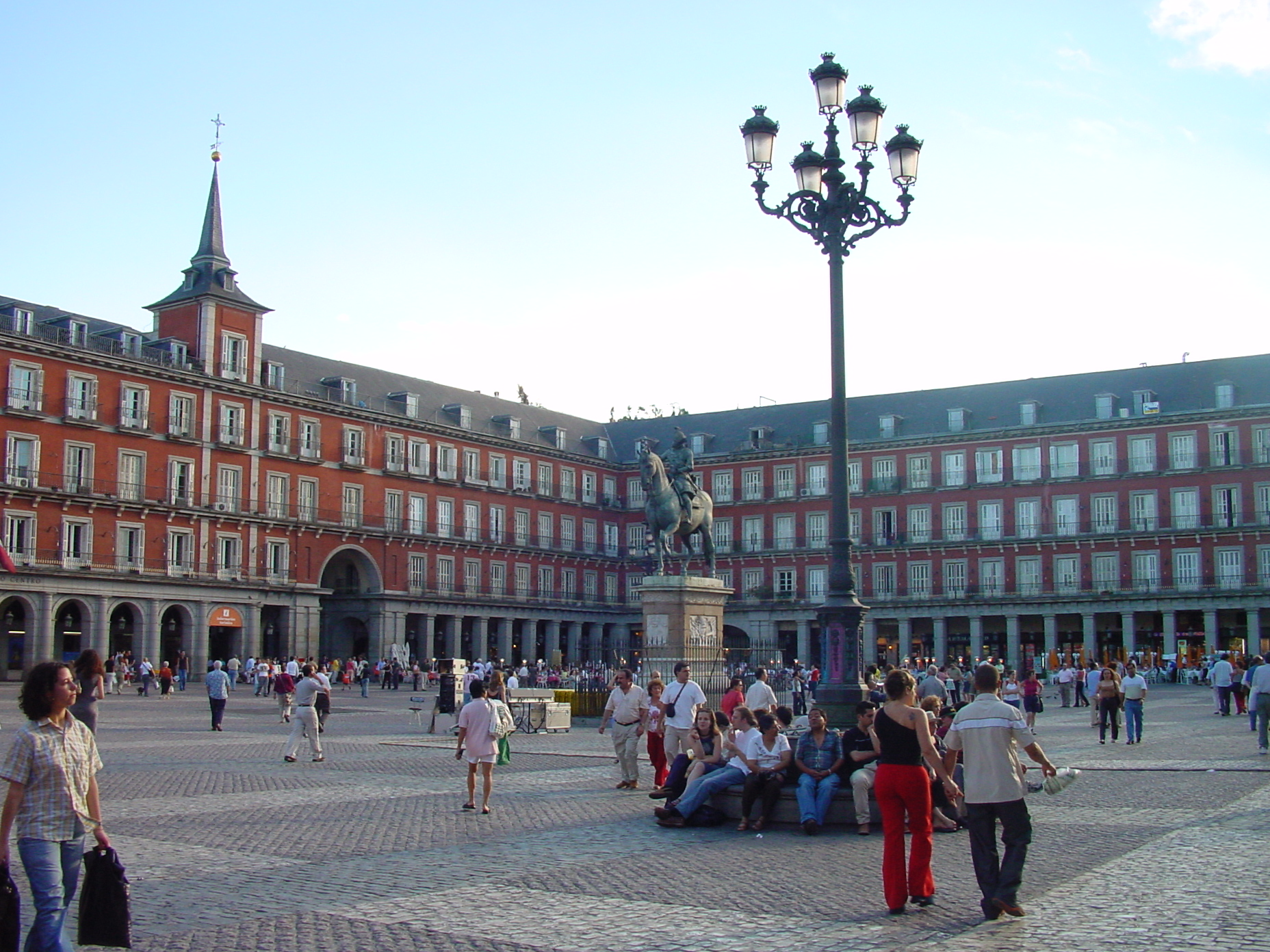 Vista lateral de la Plaza Mayor de Madrid