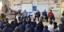 Nuestros abuelos en clase.