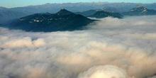Montañas del Prepirineo catalán en nubes, Cataluña