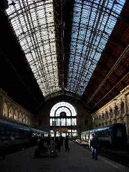 Andenes de la estación de Keleti pu, Budapest, Hungría