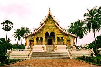 Templo de estilo Lao. Luang Prabang, Laos