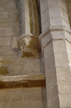 Detalle de capitel con figura humana, Huesca