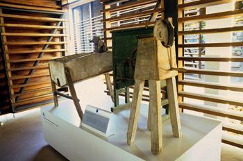 Aperos agrícolas: Máquinas desgranadoras de maíz, Museo del Pueb