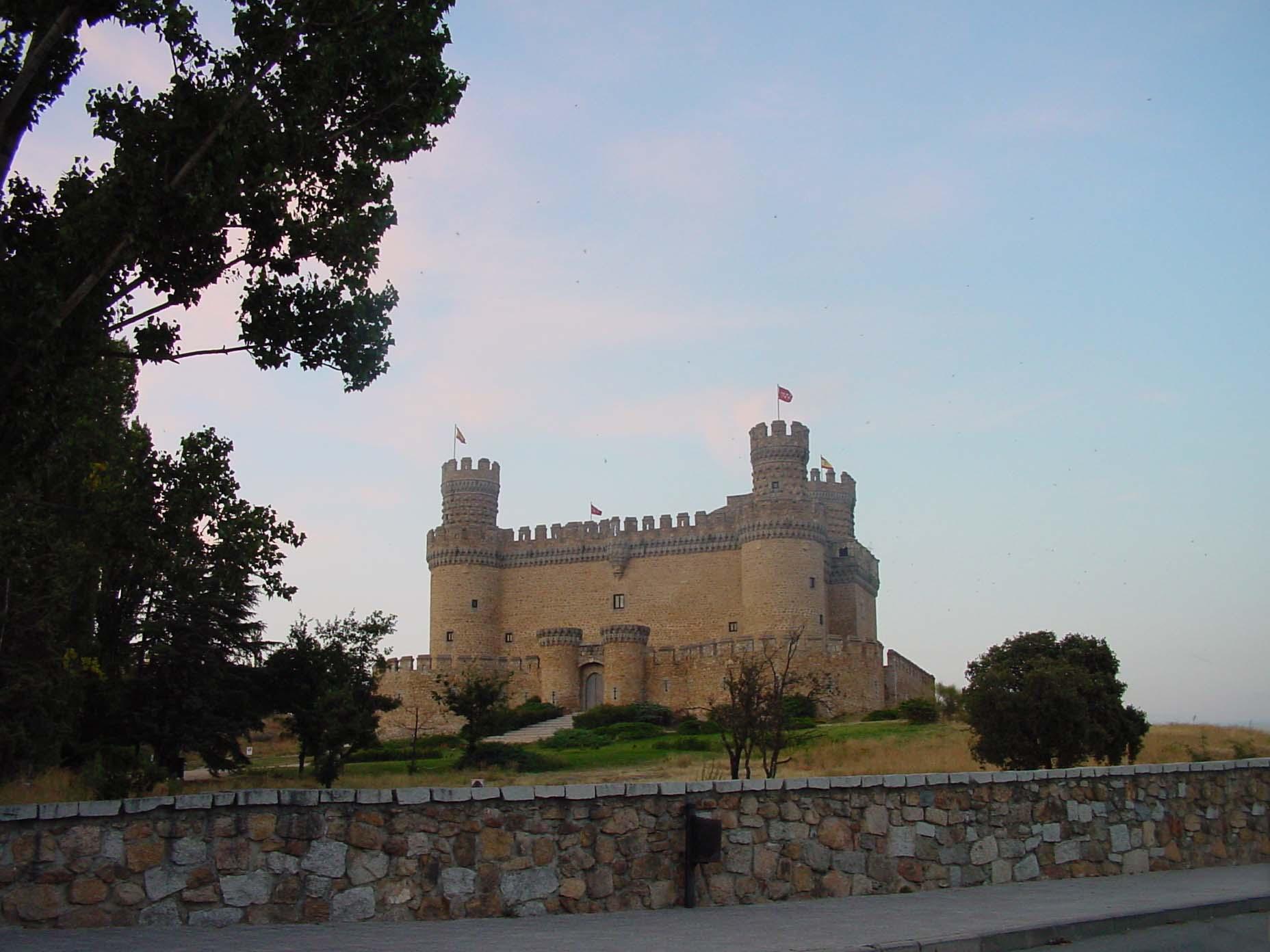 Vista general del Castillo de los Mendoza en Manzanares el Real