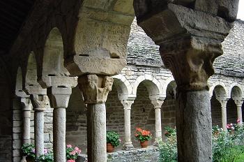 Esquina del claustro. Iglesia de Roda de Isábena, Huesca