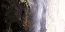 Cascada desde interior de gruta, Monasterio de Piedra, Nuévalos,