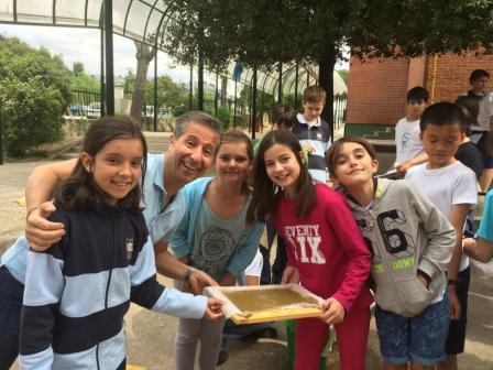 2017_04_21_JORNADAS EN TORNO AL LIBRO_TALLER PAPEL RECICLADO_5º Y 6º 3